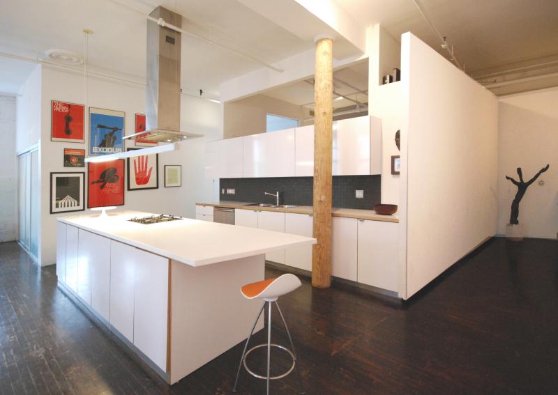 TM03-KitchenOblique